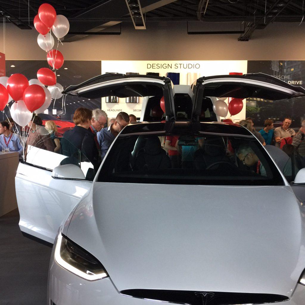 Opening Tesla in Groningen
